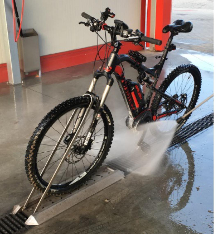 Uchwyt do mycia rowerów